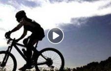 ویدیو نجات زن بایسکل یک قدمی مرگ 226x145 - ویدیو/ نجات زن بایسکل سوار از یک قدمی مرگ!