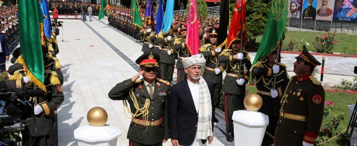 اشرف غنی - رییس جمهور غنی به پای منار استقلال، اکلیل گل گذاشت