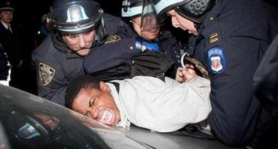 امریکا پولیس 550x295 - پولیس امریکا، مردم را نشانه می گیرد!