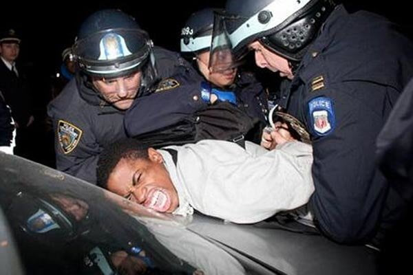 امریکا پولیس - پولیس امریکا، مردم را نشانه می گیرد!