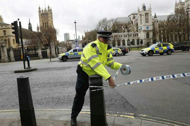 بریتانیا - تیراندازی به سمت مساجد مسلمانان در بریتانیا!