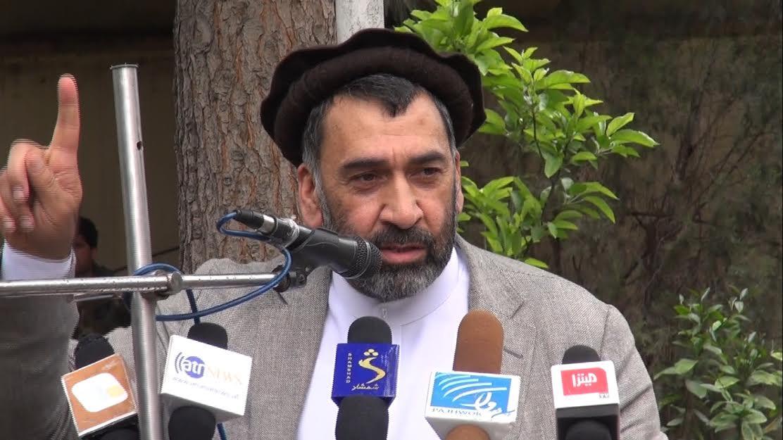 خان همدرد - حضور مشكوک پشتون ها در حاشيه شهر هرات، همزمان با نشر اخبار تقرّر همدرد بهحيث والی هرات