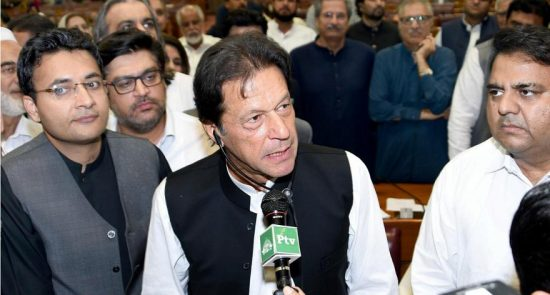 عمران خان 1 550x295 - مراسم تحلیف صدراعظم جدید پاکستان برگزار شد
