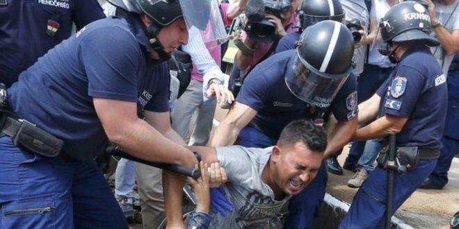.jpg - رفتار غیرانسانی مجارستان با پناهجویان!