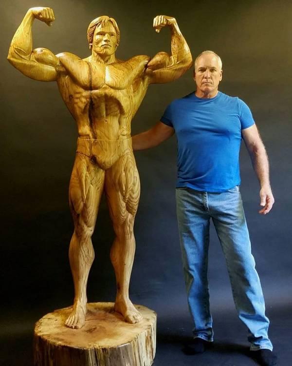 آرنولد شوارتزنگر1 - تصاویر/ رونمایی از مجسمه چوبی بی نظیر آرنولد شوارتزنگر!