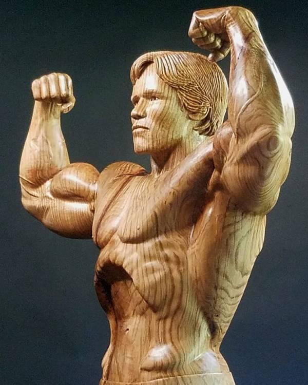 آرنولد شوارتزنگر2 - تصاویر/ رونمایی از مجسمه چوبی بی نظیر آرنولد شوارتزنگر!