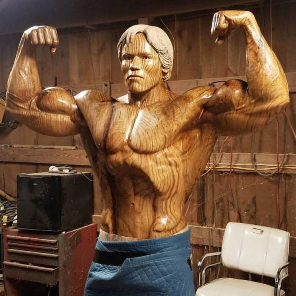 آرنولد شوارتزنگر3 - تصاویر/ رونمایی از مجسمه چوبی بی نظیر آرنولد شوارتزنگر!