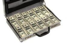 دالر 2 226x145 - بانک اسلامی افغانستان منبع كمک مالی به جريانات و گروههای تروريستی