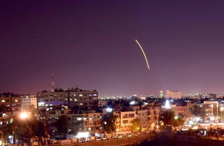 1 - تصاویر/ حمله راکتی اسراییل به میدان هوایی دمشق