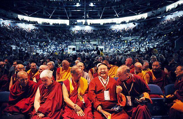 سوگیال رینپوچه1 - تجاوز جنسی معلم بودایی به متعلمان اش + تصاویر