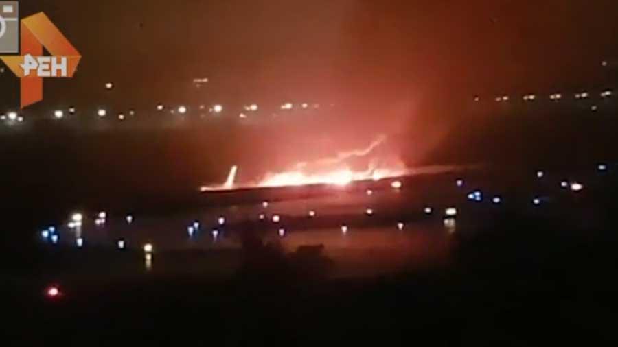 طیاره روسی - تصویر/ حریق یک طیاره روسی هنگام فرود
