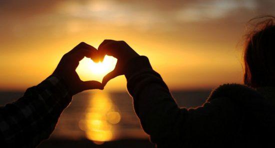 عشق 550x295 - مردی که همزمان با ۳۵ زن وارد رابطه عاشقانه شد! + تصاویر