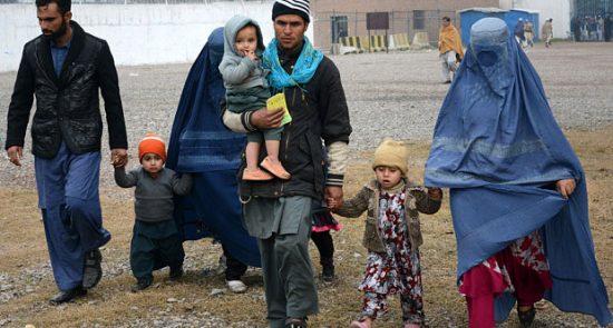 مهاجران افغان 1 550x295 - بازگشت صدهزار مهاجر از ایران و پاکستان به افغانستان