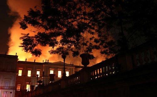 موزیم ملی برازیل2 - تصاویر/ آتشسوزی در موزیم ملی برازیل