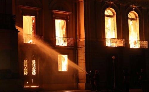 موزیم ملی برازیل4 - تصاویر/ آتشسوزی در موزیم ملی برازیل