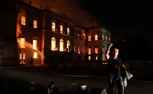 موزیم ملی برازیل8 - تصاویر/ آتشسوزی در موزیم ملی برازیل