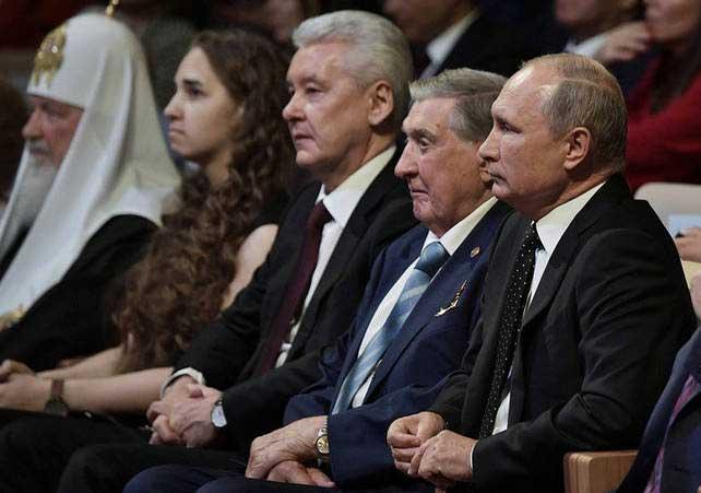 ولادیمیر پوتین 1 - تصاویر/ حضور رییس جمهور روسیه در سالون کنسرت