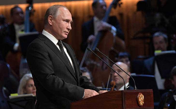 ولادیمیر پوتین 3 - تصاویر/ حضور رییس جمهور روسیه در سالون کنسرت