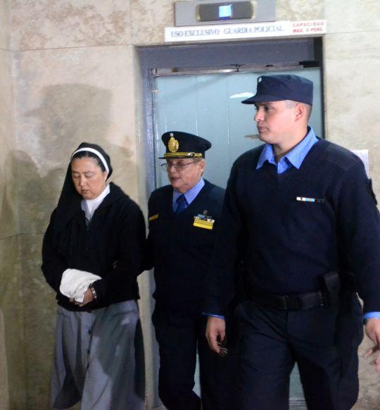 کاساکا کومیکو 1 - راهبه ای که با شیاطین همدست بود! + تصاویر