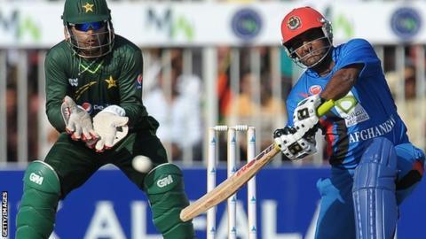 کرکت - کرکت بازان کشورمان برابر پاکستان تن به شکست دادند