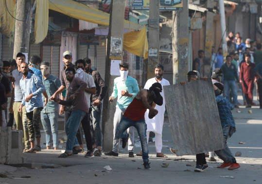 کشمیر - وقوع درگیری میان پولیس هند و معترضان در کشمیر