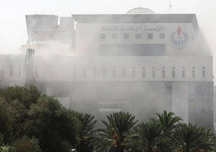 یورش داعش لیبیا1 - تصاویر/ یورش داعش به تعمیر شرکت نفت لیبیا