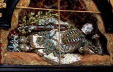 اسکلت2 226x145 - کشف گرانبها ترین اسکلتها در کلیسای روم + تصاویر