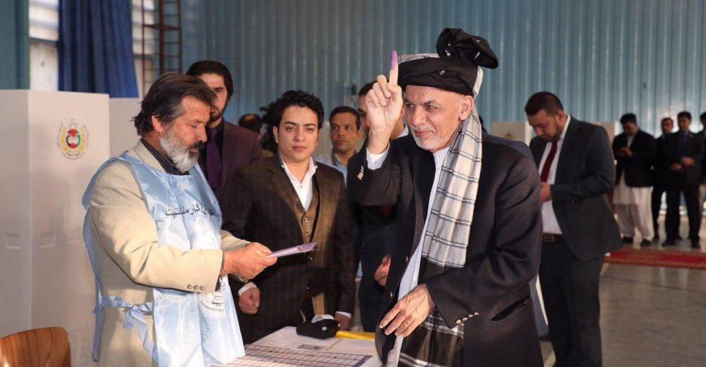 اشرف غنی 2 1024x533 - رهبران حکومت وحدت ملی در پای صندوق های رای!