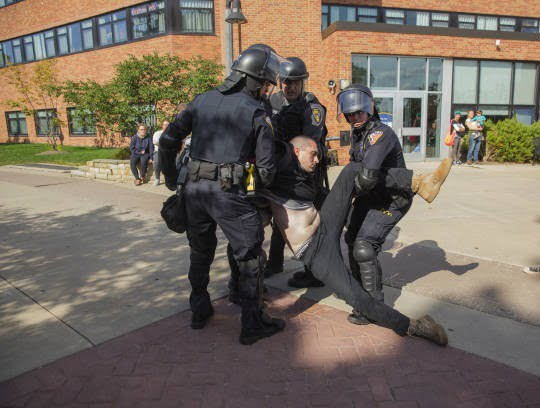 تظاهرات امریکا4 - تصاویر/ درگیری مظاهره کننده گان امریکایی با پولیس