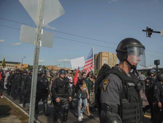 تظاهرات امریکا5 - تصاویر/ درگیری مظاهره کننده گان امریکایی با پولیس