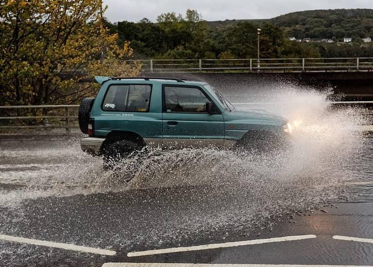 توفان بریتانیا 4 - تصاویر/ وقوع توفان سهمگین در بریتانیا