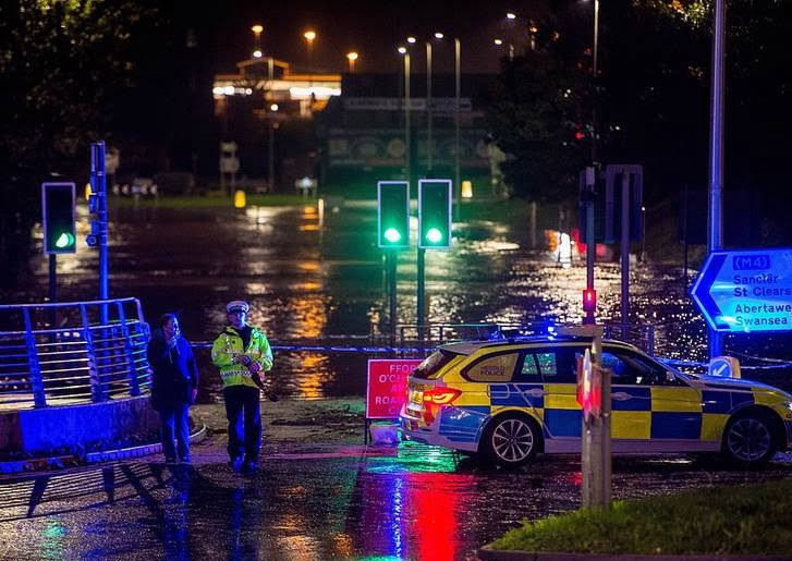 توفان بریتانیا 7 - تصاویر/ وقوع توفان سهمگین در بریتانیا