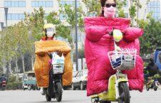 موترسایکل سواران چینایی 5 226x145 - تصاویر/ پوشش جالب موترسایکل سواران چینایی در سرما