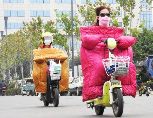 موترسایکل سواران چینایی 5 - تصاویر/ پوشش جالب موترسایکل سواران چینایی در سرما