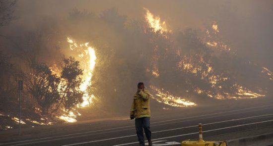 آتش 550x295 - آتشسوزی مرگبار کالیفورنیا همچنان قربانی می گیرد!