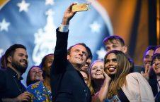 امانوئل مکرون 226x145 - تصاویر/ رییس جمهور فرانسه با 2 جوان نیمه برهنه چه می کند؟!
