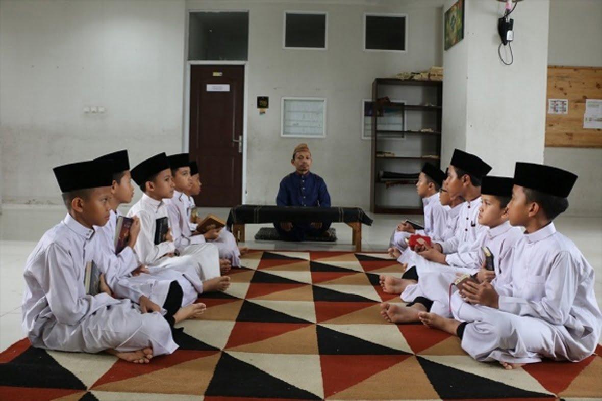 اندونزیا 1 - ترویج افراط گرایی مذهبی توسط معلمان در اندونزیا