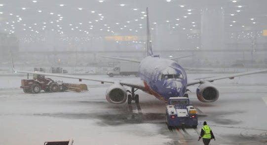 برف 541x295 - یخبندان، میدان هوایی لندن را به تعطیلی کشاند