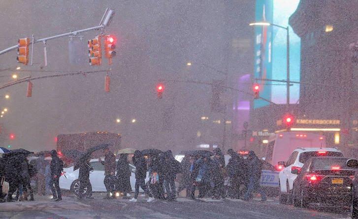 برف10 - تصاویر/ جان باختن 7 باشنده امریکایی بر اثر بارش برف