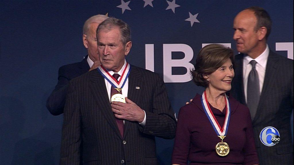 بوش 2 1024x576 - مدال آزادی بر گردن آغازگر جنگ افغانستان + تصاویر