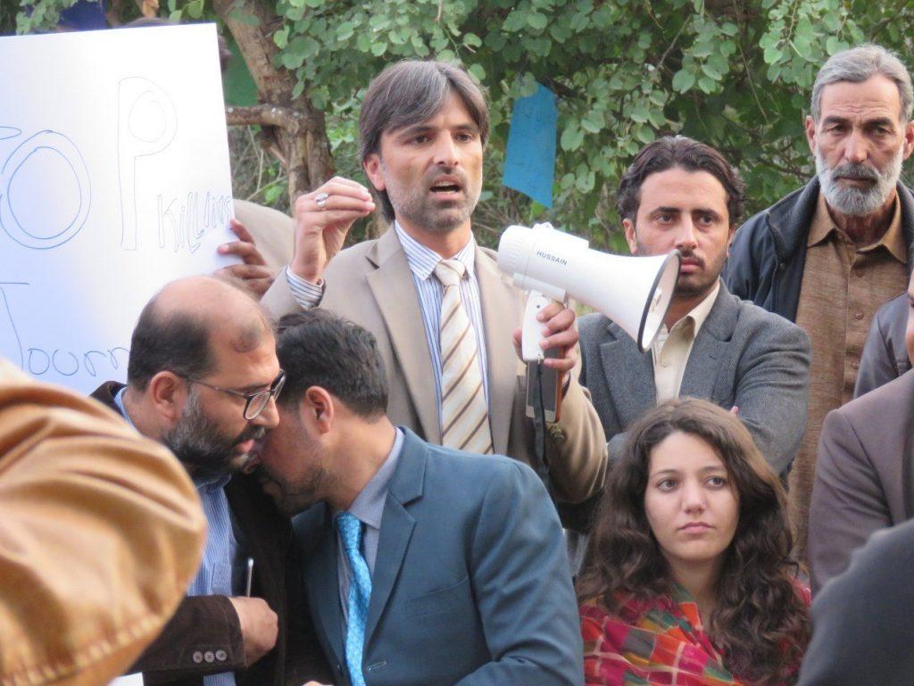 خبرنگاران پاکستانی 2 1024x769 - تصاویر/ خبرنگاران پاکستانی به خیابان ها آمدند!