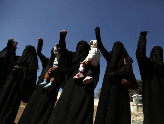 زنان یمنی 6 - تصاویر/ زنان یمنی با دالرهایشان چه کردند؟