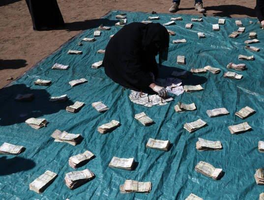 زنان یمنی 9 - تصاویر/ زنان یمنی با دالرهایشان چه کردند؟
