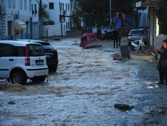سیل 5 - تصاویر/ باران سیل آسا در ترکیه!