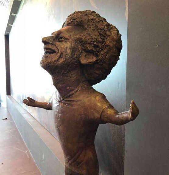 محمد صلاح 2 - از مجسمه عجیب ستاره فوتبال مصر رونمایی شد + عکس