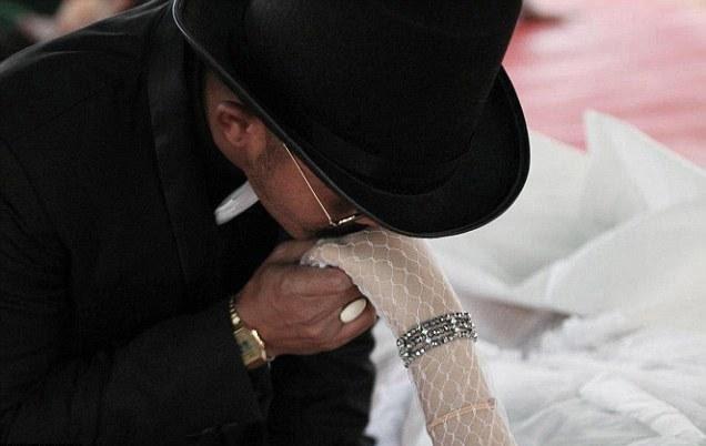 چادیلدفی 1 - ازدواج یک مرد تایلندی با نامزاد مرده اش! + عکس