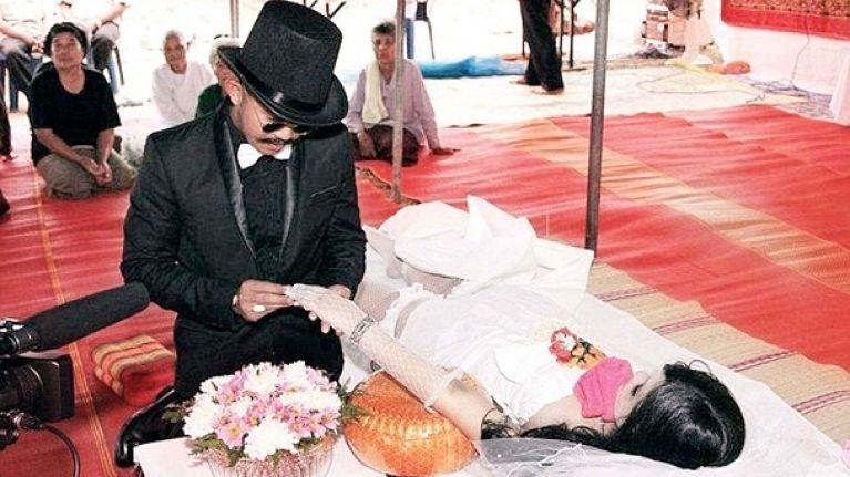 چادیلدفی 2 - ازدواج یک مرد تایلندی با نامزاد مرده اش! + عکس