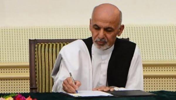 اشرف غنی  - فرمان جدید رییس جمهور برای درج نام سادات در تذکره الکترونیکی
