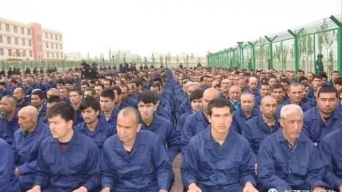 اویغور 2 - تصاویر/ اعتراض باشنده گان اندونزیا به سیاست های ضد اسلامی چین!
