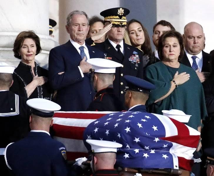 تابوت بوش 3 - تصاویر/ تابوت ایچ دبلیو بوش در کانگرس امریکا